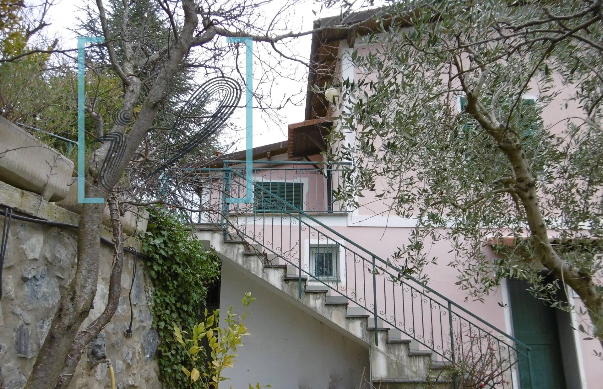 Villa in vendita a Aquila di Arroscia, 7 locali, prezzo € 190.000 | Cambio Casa.it