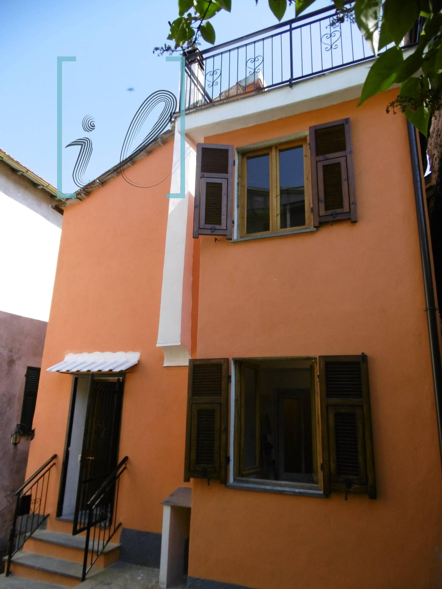 Rustico / Casale in vendita a Vessalico, 6 locali, prezzo € 78.000 | CambioCasa.it