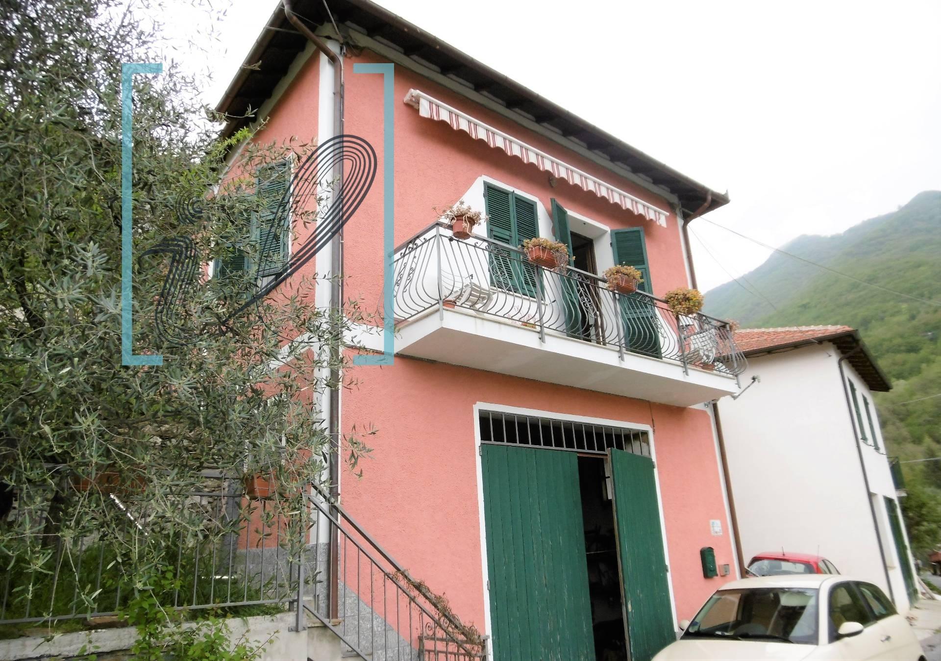 Rustico / Casale in vendita a Pieve di Teco, 4 locali, zona Zona: Nirasca, prezzo € 85.000 | CambioCasa.it
