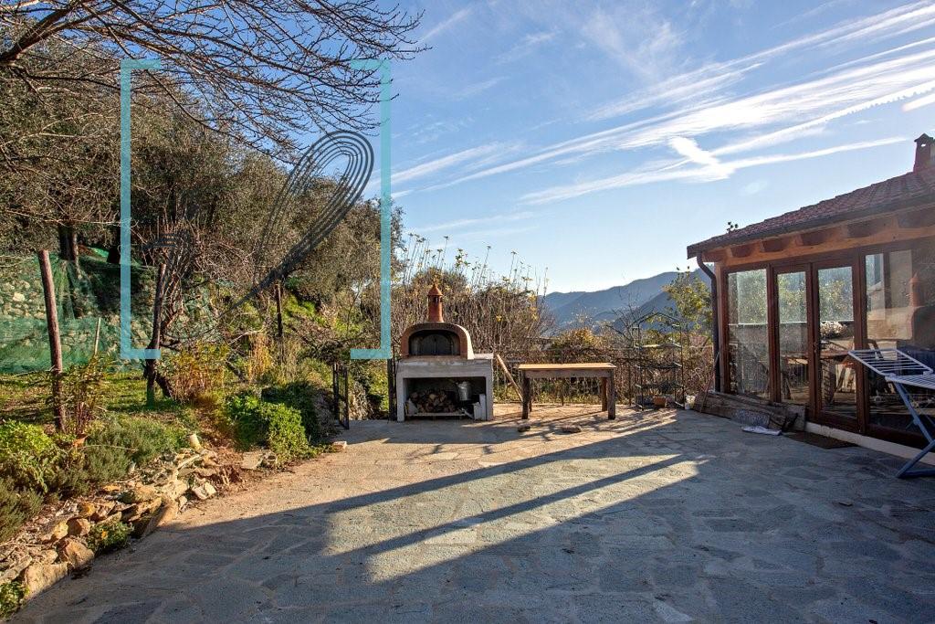 Rustico / Casale in vendita a Ranzo, 5 locali, prezzo € 150.000   CambioCasa.it