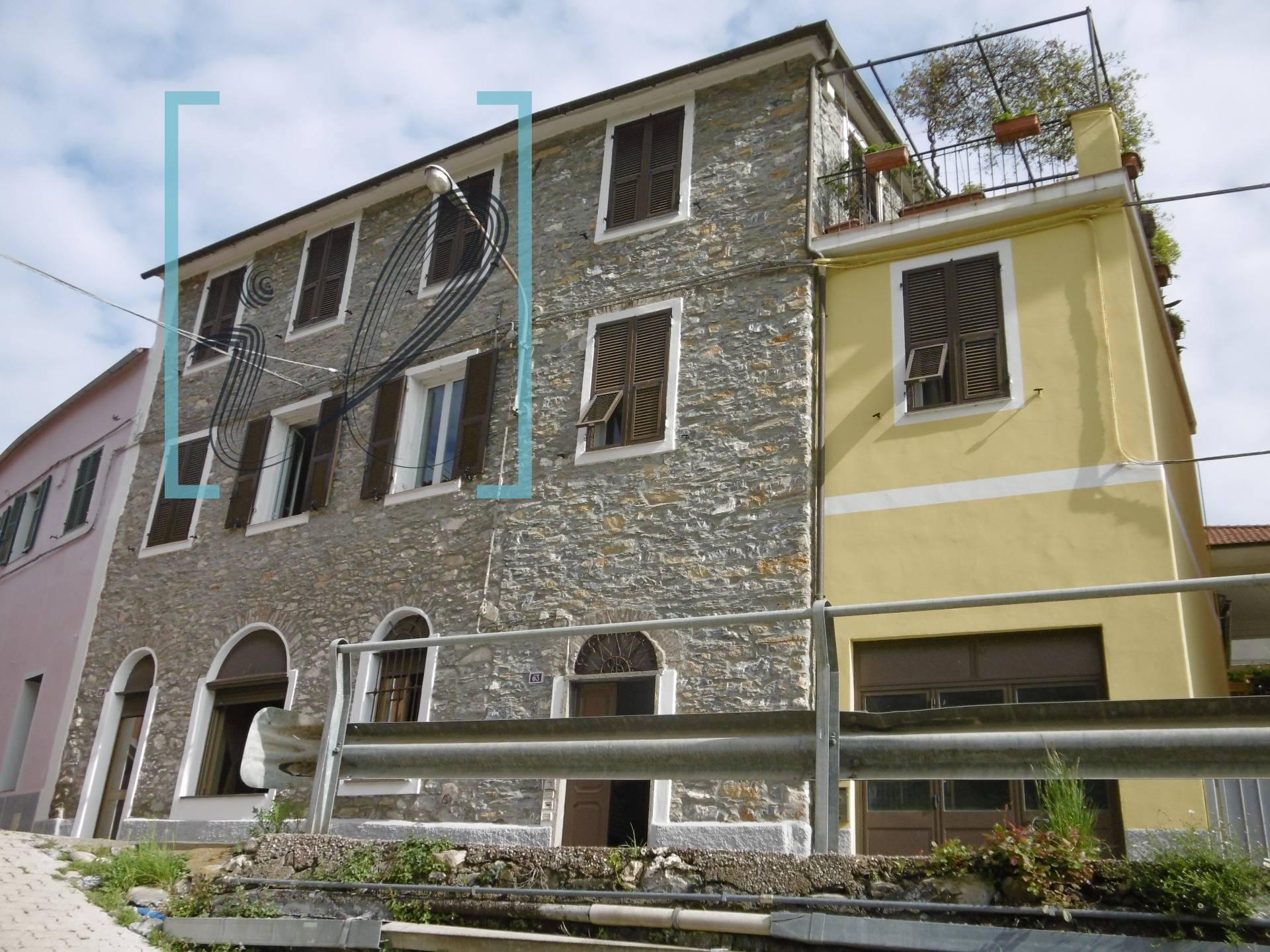 Rustico / Casale in vendita a Ranzo, 10 locali, prezzo € 98.000   CambioCasa.it