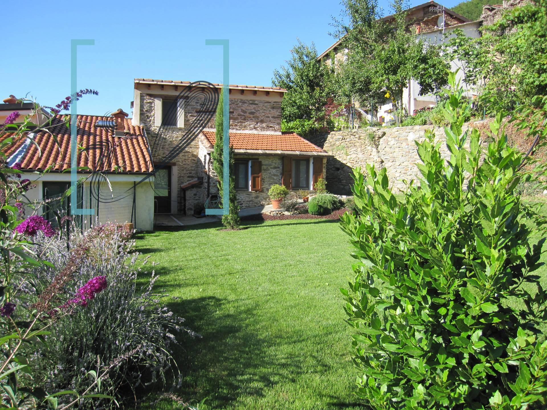 Rustico / Casale in vendita a Borghetto d'Arroscia, 6 locali, prezzo € 120.000 | CambioCasa.it
