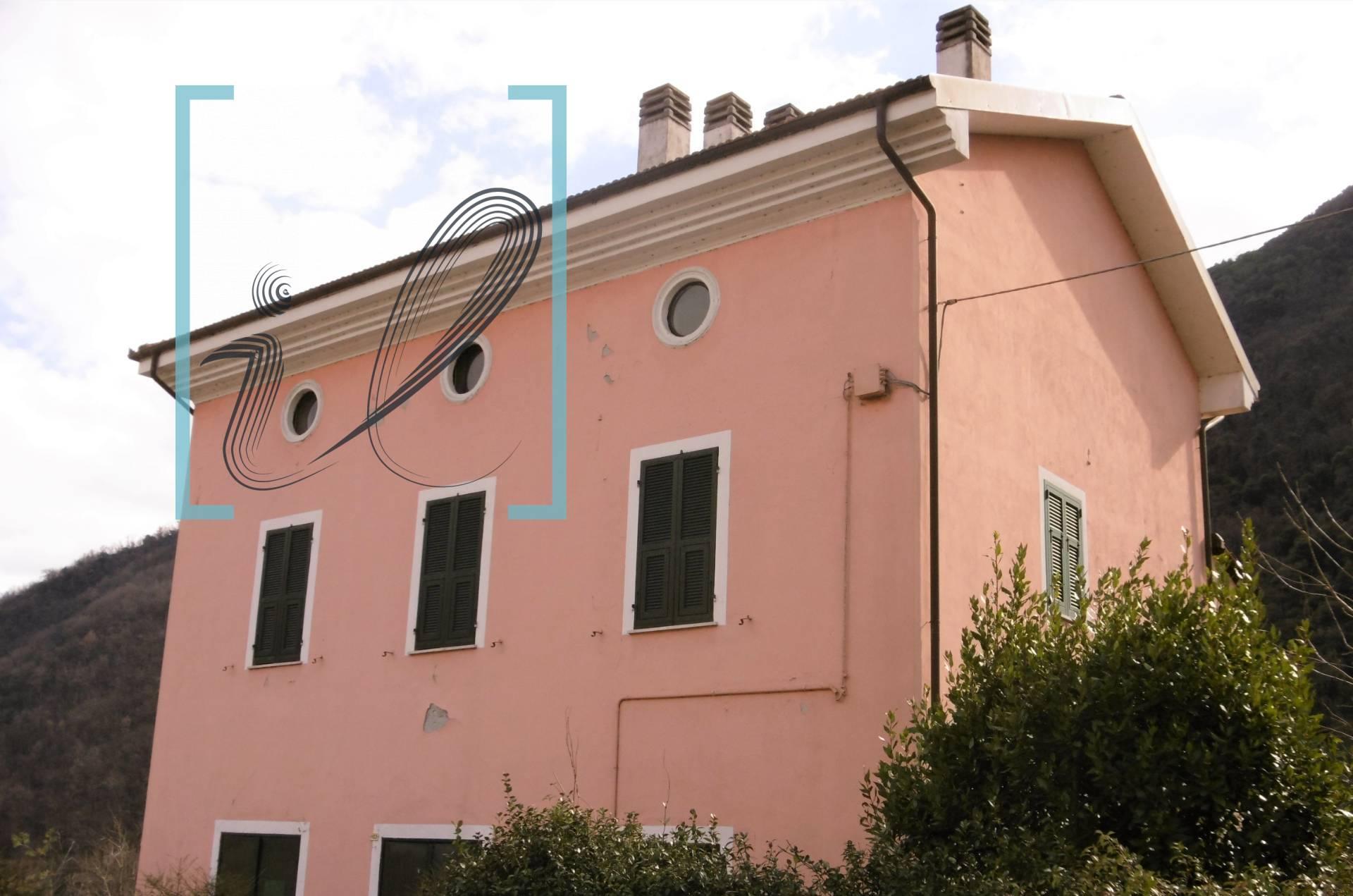 Rustico / Casale in vendita a Ranzo, 5 locali, prezzo € 120.000   CambioCasa.it