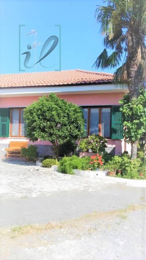 Villa a Schiera in vendita a Albenga, 5 locali, prezzo € 420.000 | PortaleAgenzieImmobiliari.it