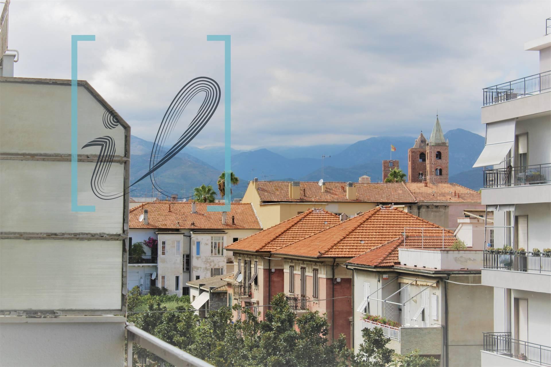 Appartamento in vendita a Albenga, 5 locali, prezzo € 220.000 | PortaleAgenzieImmobiliari.it