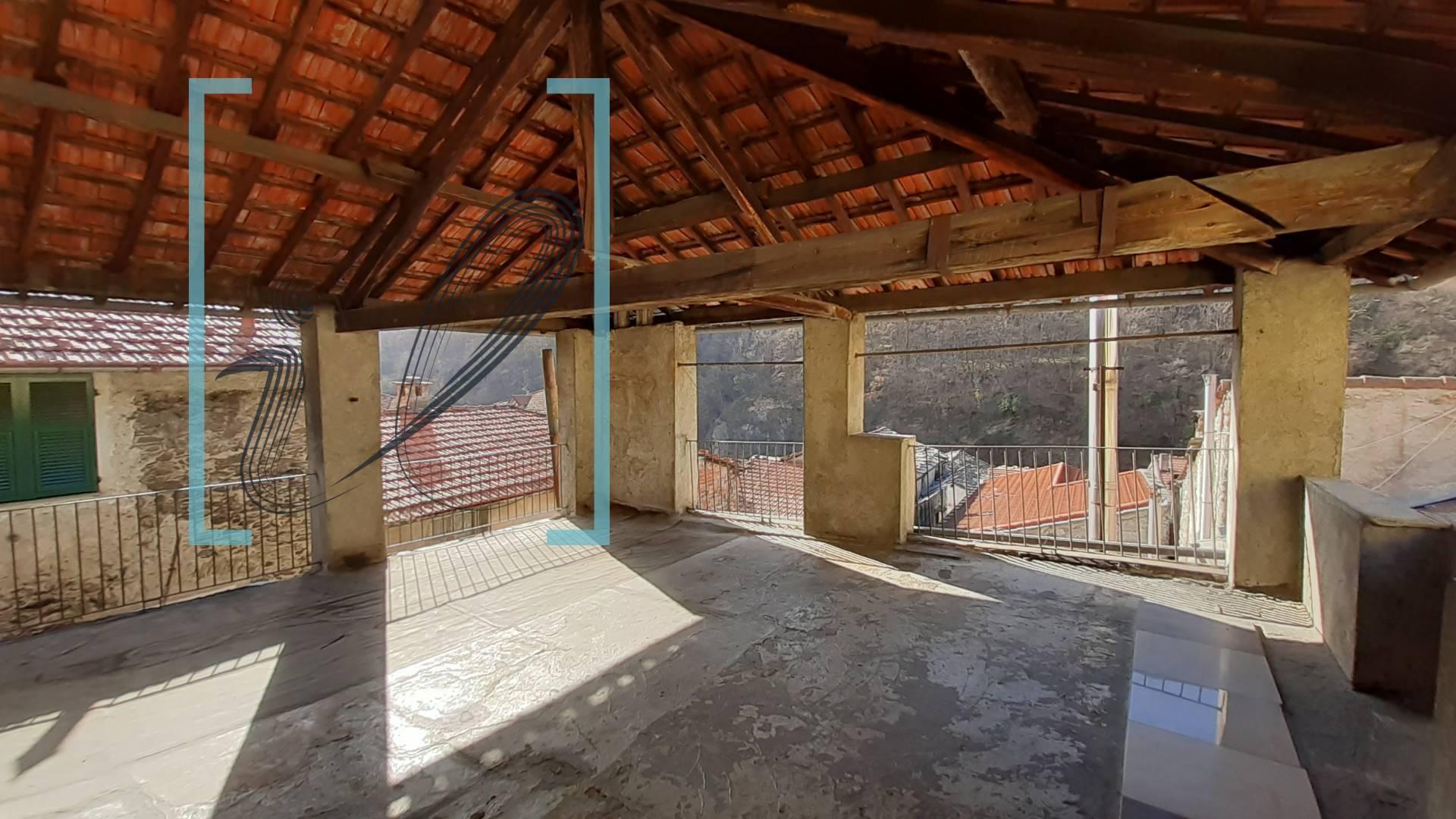 Appartamento in vendita a Pieve di Teco, 5 locali, prezzo € 68.000 | CambioCasa.it