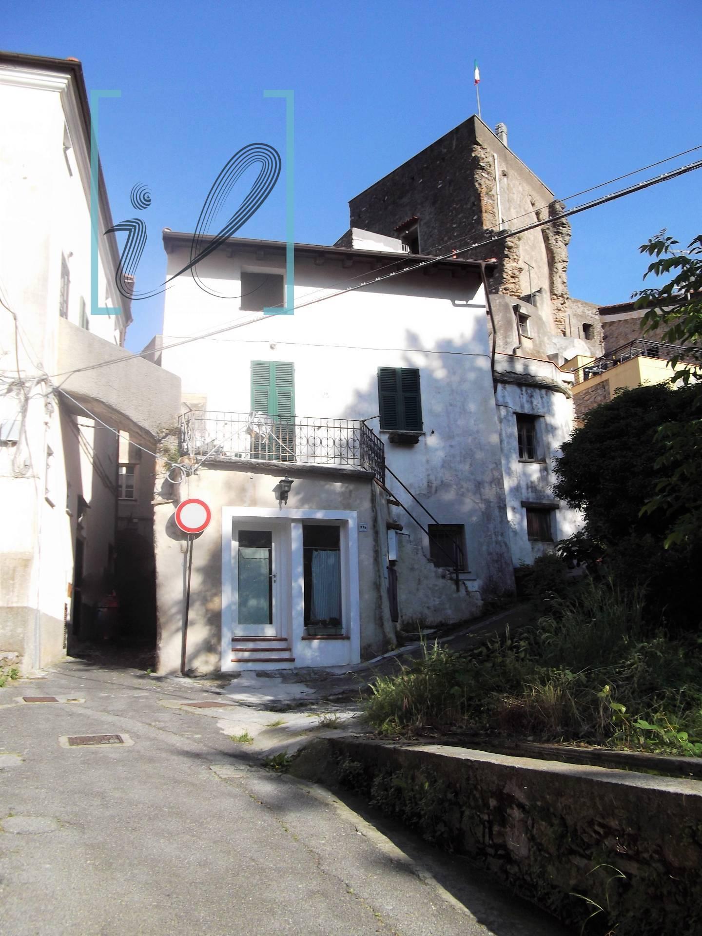 Rustico / Casale in vendita a Cisano sul Neva, 4 locali, prezzo € 55.000   PortaleAgenzieImmobiliari.it