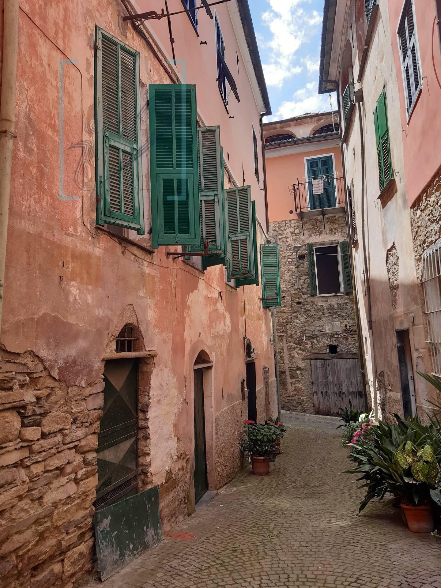 Appartamento in vendita a Borgomaro, 4 locali, prezzo € 48.000 | CambioCasa.it