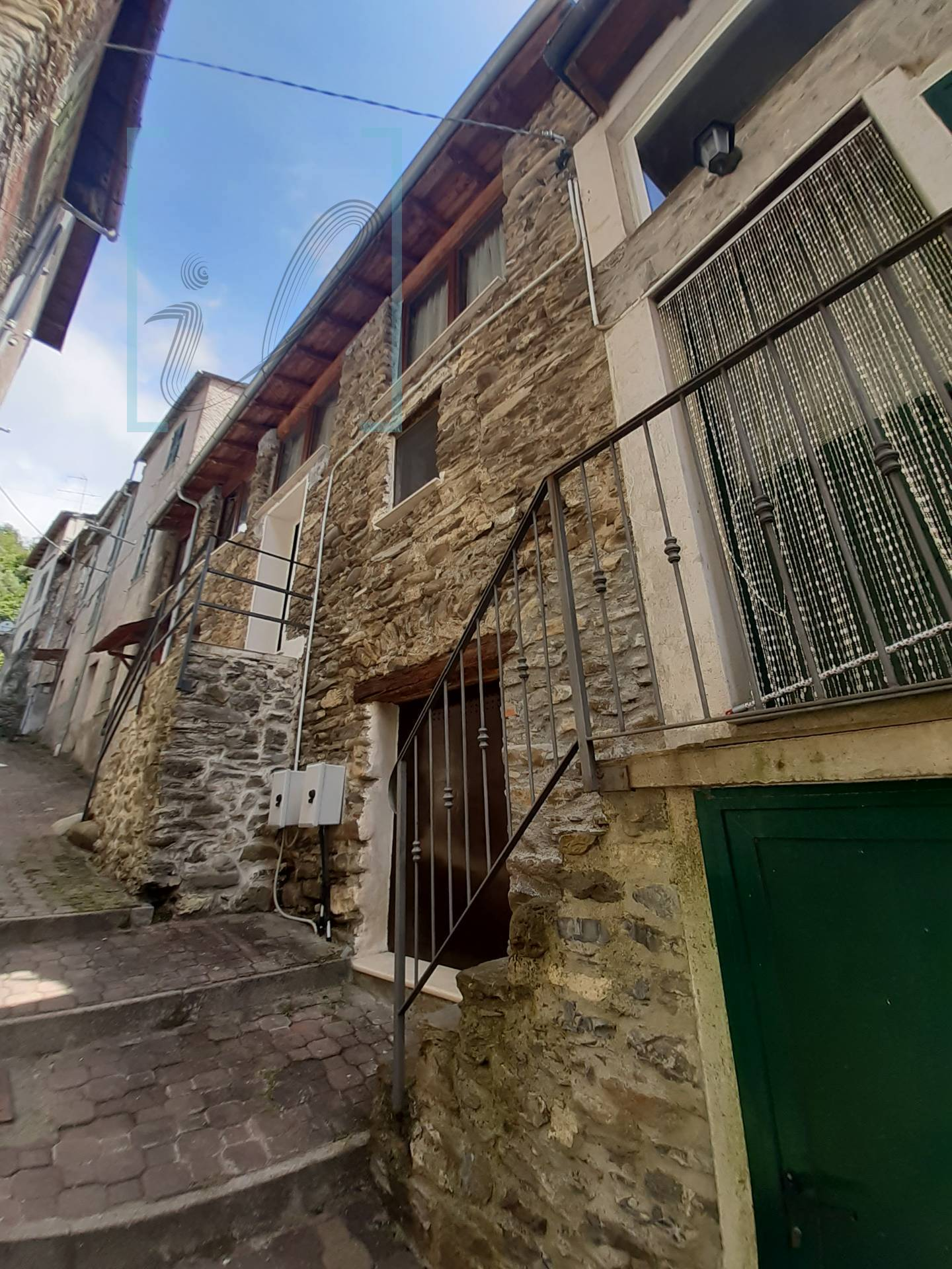 Rustico / Casale in vendita a Vessalico, 3 locali, prezzo € 75.000 | CambioCasa.it