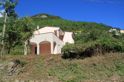 Villa in Vendita a Nasino
