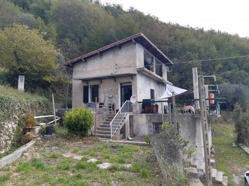 Casa singola in Vendita a Pieve di Teco