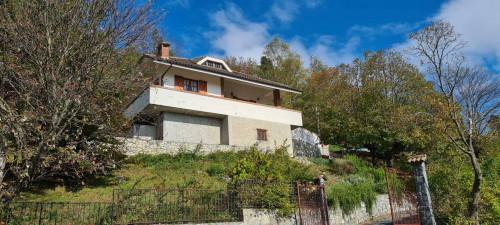 Villa in Vendita a Castelvecchio di Rocca Barbena