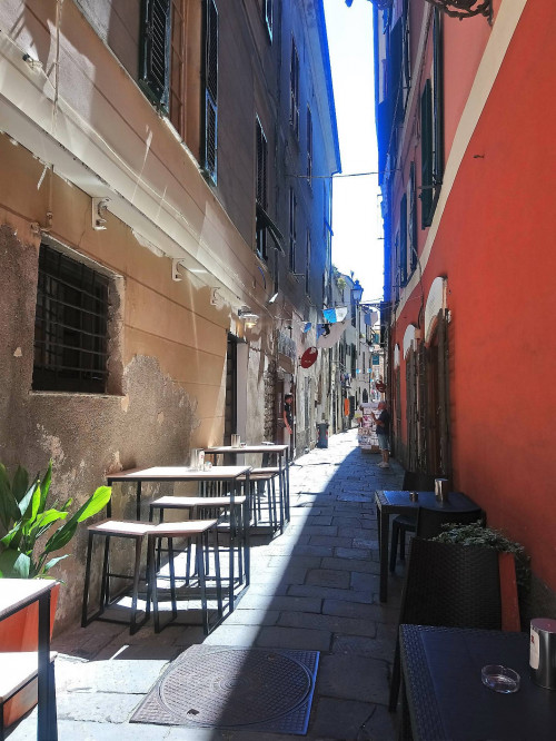 Locale commerciale in Vendita a Albenga