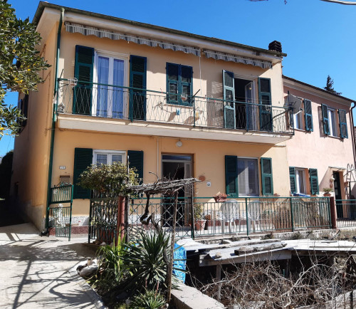 Casa singola in Vendita a Aquila d'Arroscia