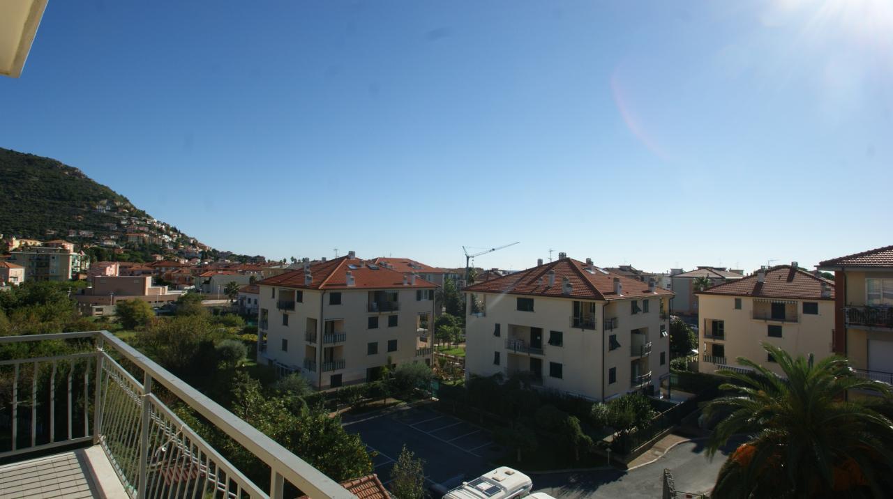 Appartamento in vendita a Borgio Verezzi, 4 locali, prezzo € 195.000 | Cambio Casa.it