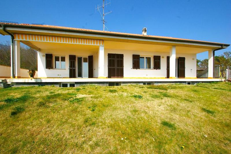 Villa in vendita a Magliolo, 7 locali, Trattative riservate | CambioCasa.it