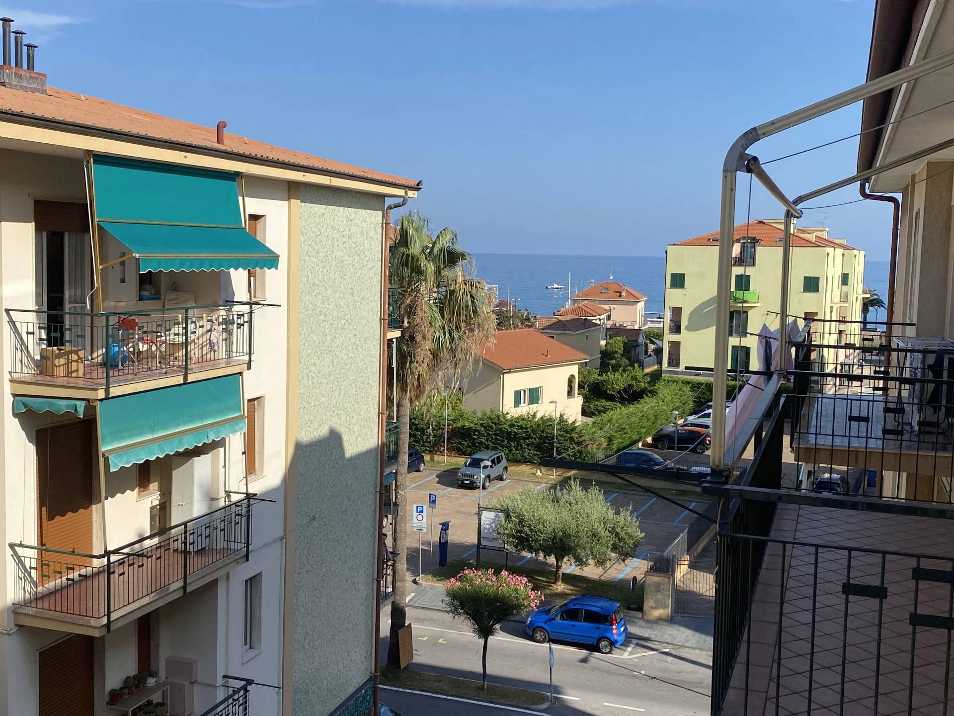 Appartamento in vendita a Borgio Verezzi, 3 locali, prezzo € 250.000   CambioCasa.it