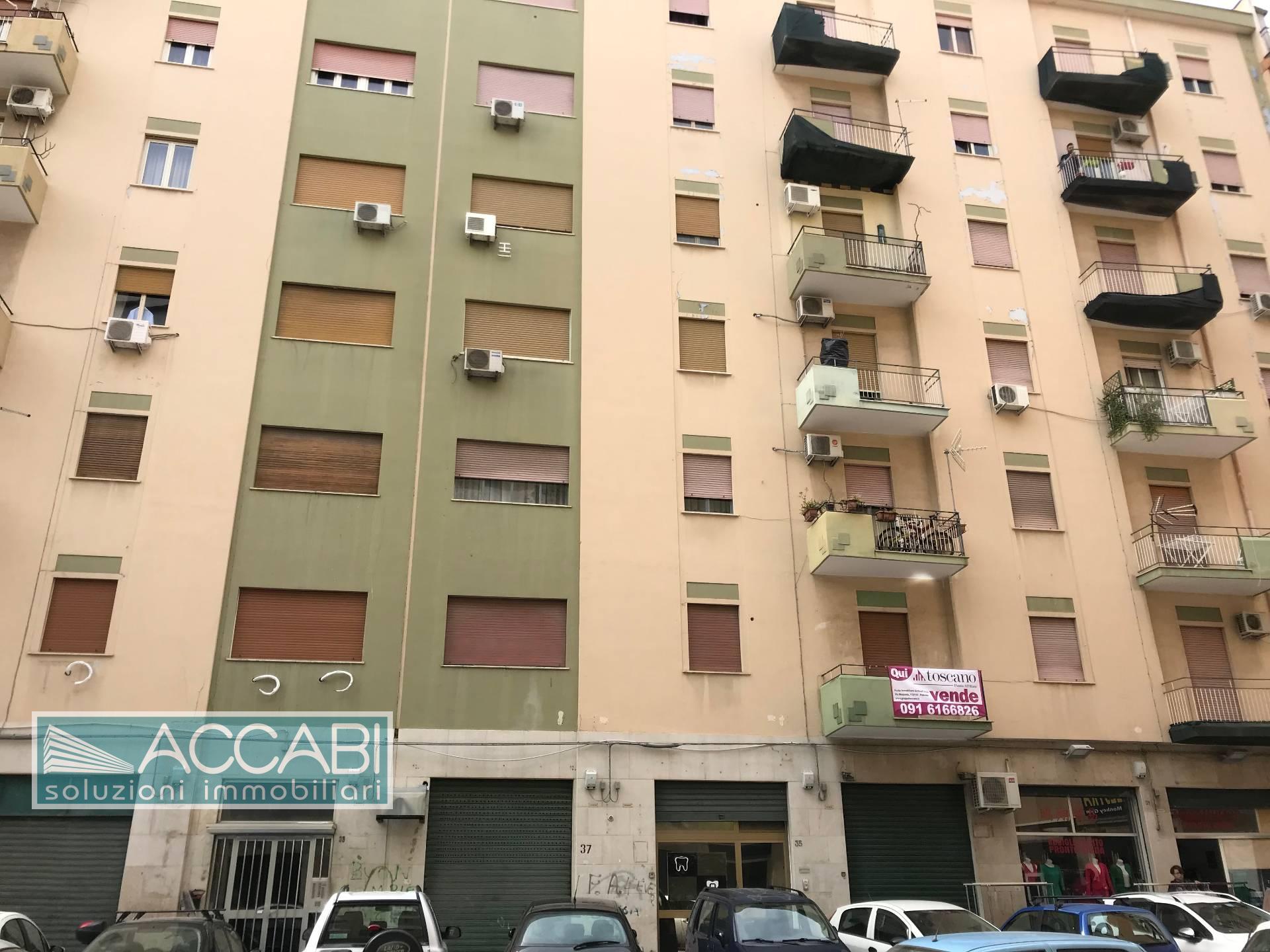 Appartamento in vendita a Palermo, 5 locali, zona Località: Archirafi, prezzo € 114.000 | CambioCasa.it