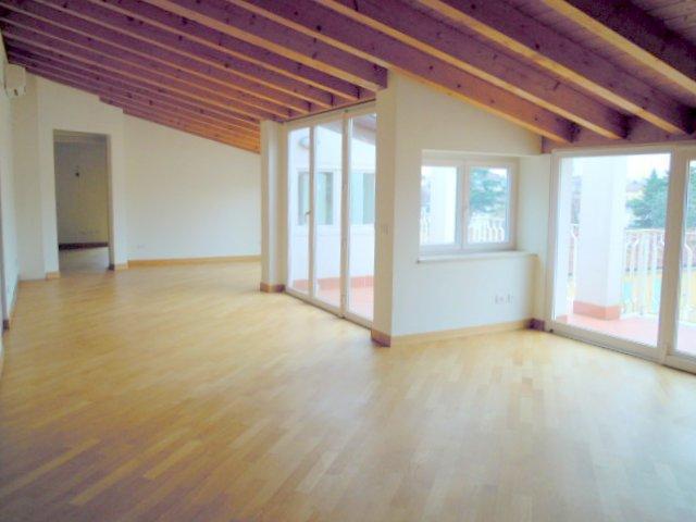 Appartamento in affitto a Brescia, 4 locali, zona Località: 3-PORTAVENEZIA,PANORAMICA,VIALEBORNATA, prezzo € 1.350 | Cambio Casa.it