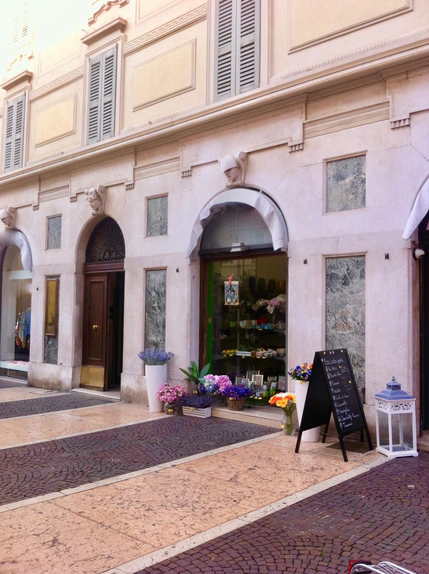 Negozio / Locale in affitto a Brescia, 9999 locali, zona Località: 1-CENTROSTORICO, prezzo € 2.250 | Cambio Casa.it