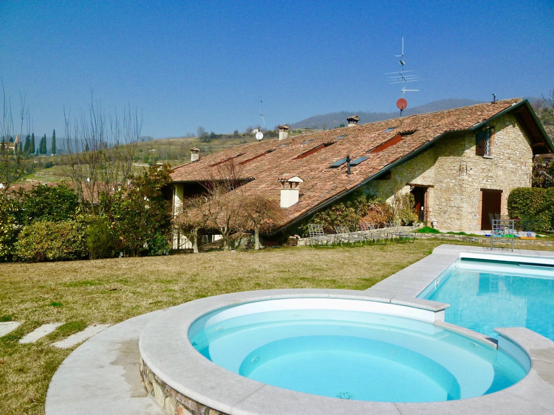 Appartamento in vendita a Gussago, 6 locali, zona Zona: Casaglio, prezzo € 1.900.000 | Cambio Casa.it