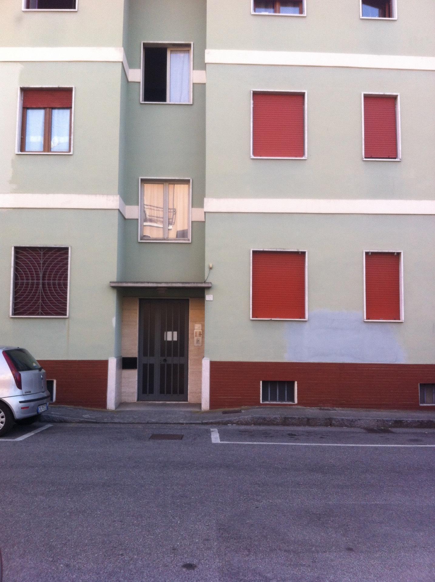 Appartamento in affitto a Brescia, 3 locali, zona Località: 2-BRESCIANORD,MOMPIANO,VILLAGGIOPREALPINO,SANROCCHINO,BORGOTRENTO,SANBARTOLOMEO,SANTEUSTACHIO,CASAZZA, prezzo € 500   Cambio Casa.it