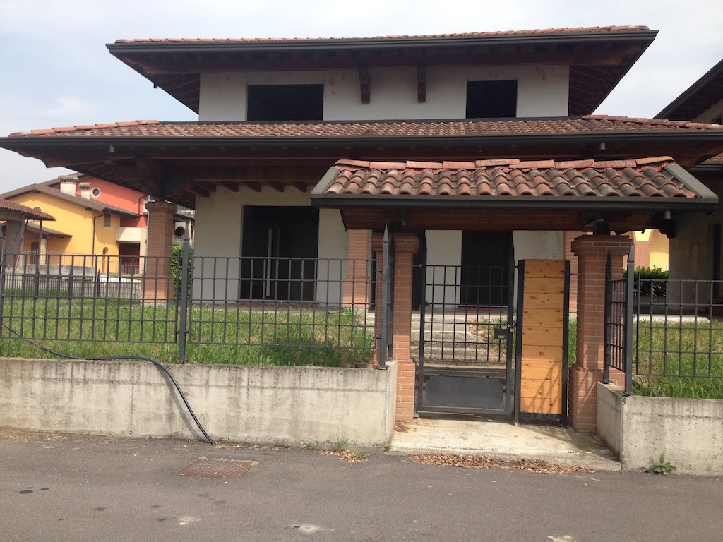 Villa Bifamiliare in vendita a Desenzano del Garda, 4 locali, zona Zona: Vaccarolo, prezzo € 285.000 | Cambio Casa.it