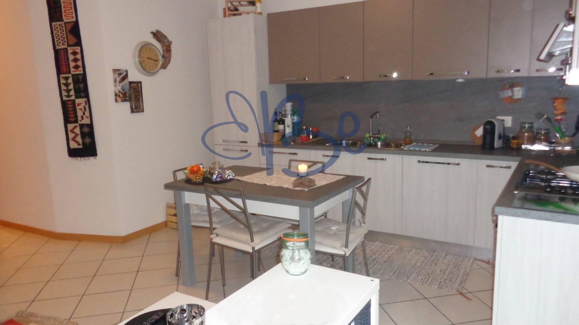 Appartamento in affitto a Salò, 2 locali, zona Zona: Villa, prezzo € 400 | Cambio Casa.it
