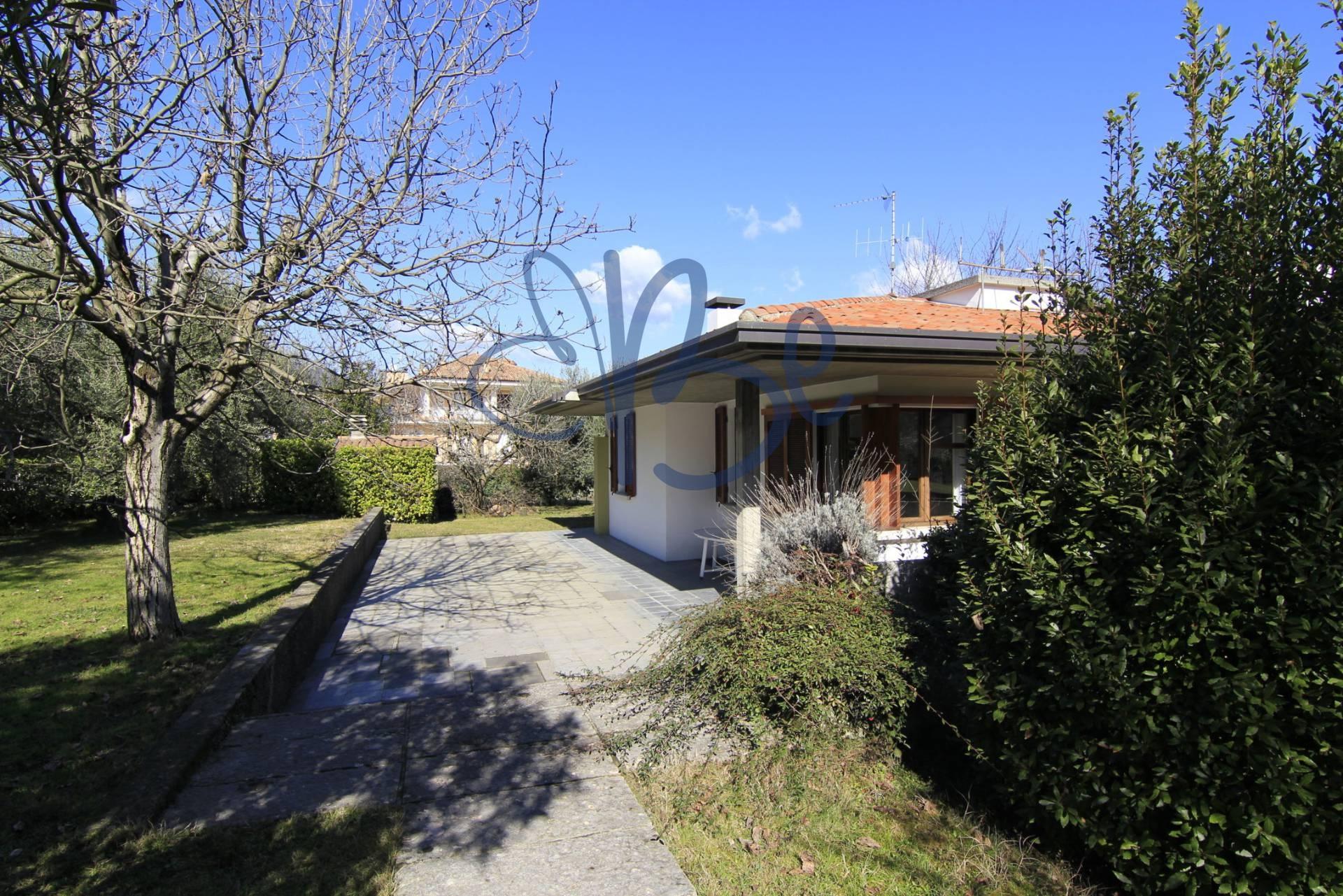 Villa in vendita a Salò, 8 locali, prezzo € 840.000   Cambio Casa.it