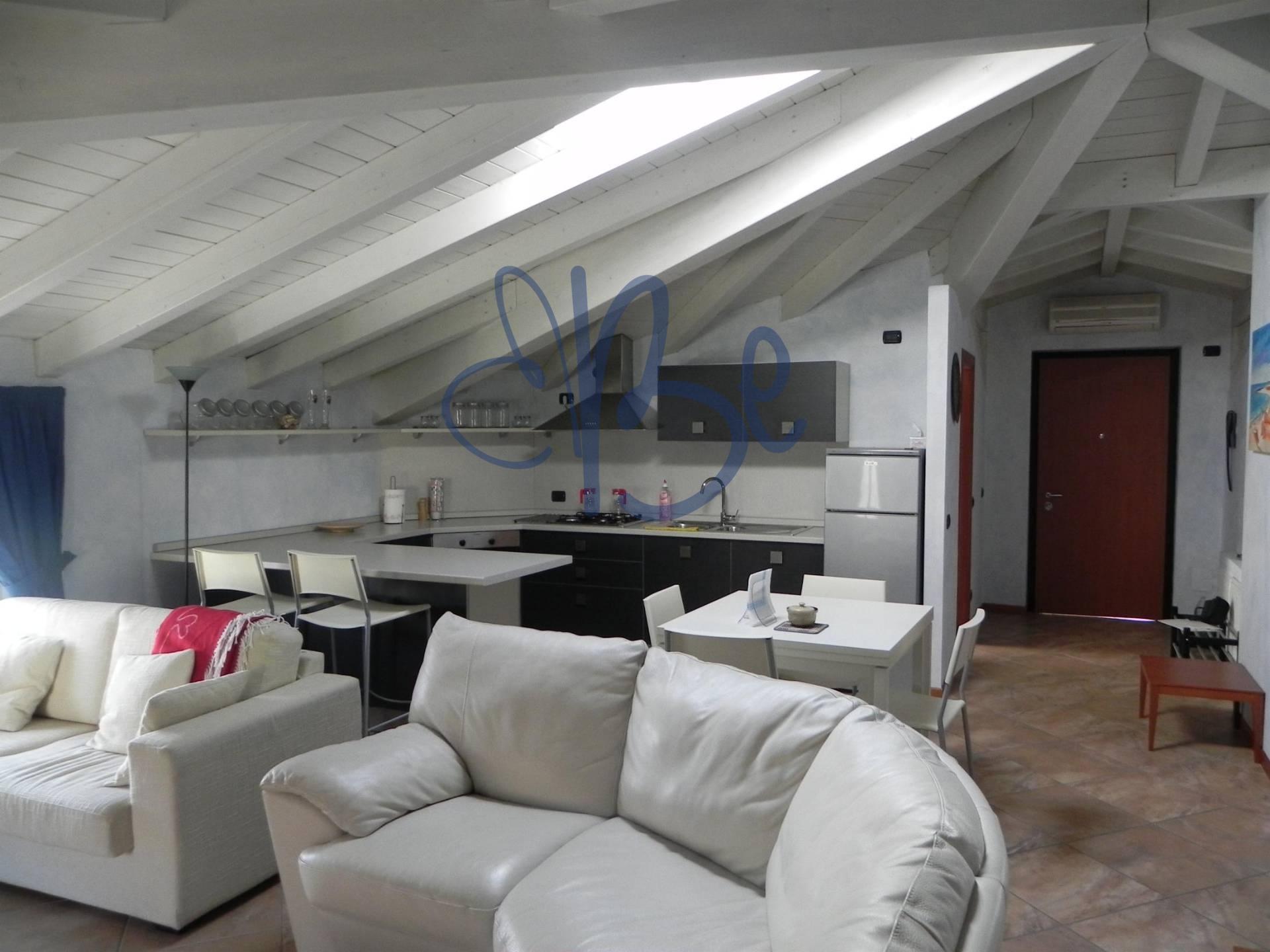 Appartamento in affitto a Salò, 3 locali, zona Località: Salò, prezzo € 1.000 | Cambio Casa.it