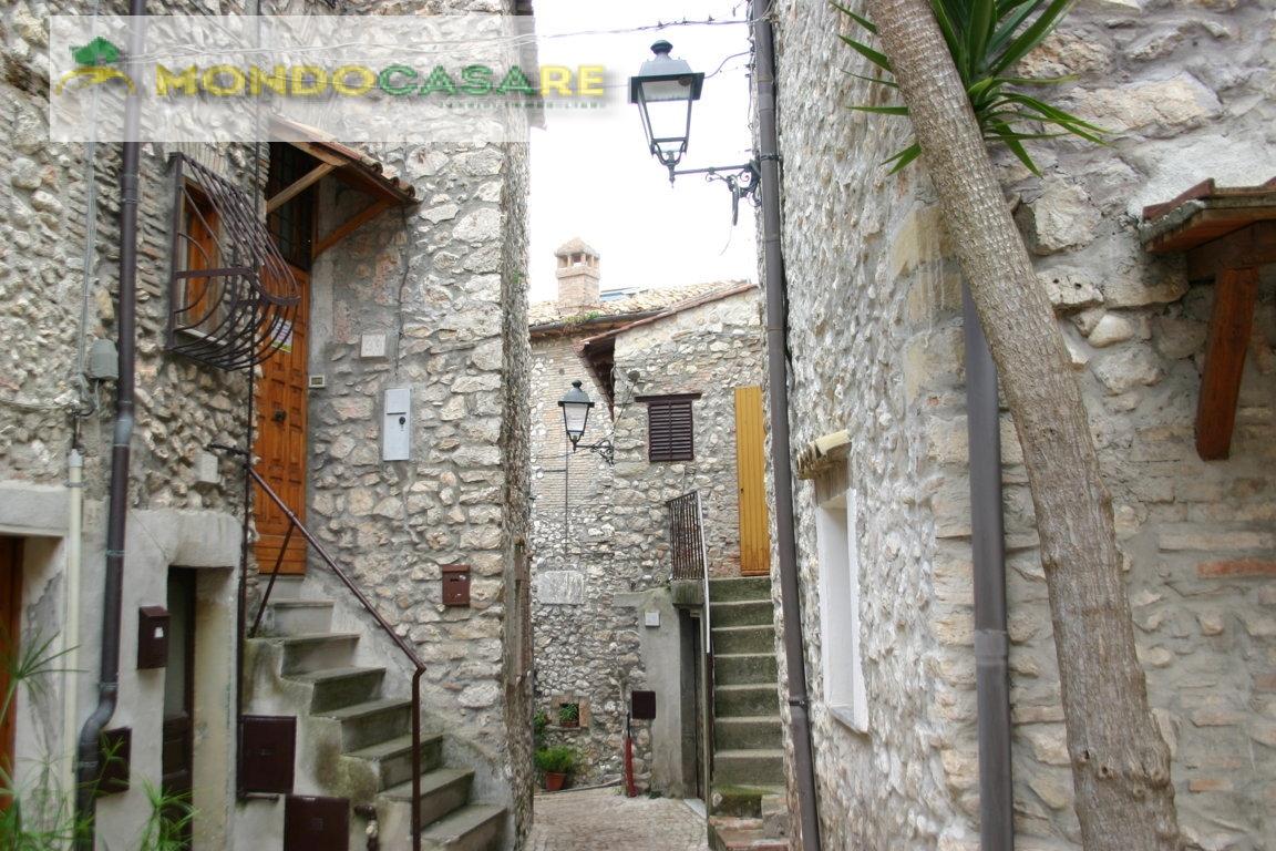 Appartamento in vendita a Moricone, 3 locali, prezzo € 49.000   CambioCasa.it