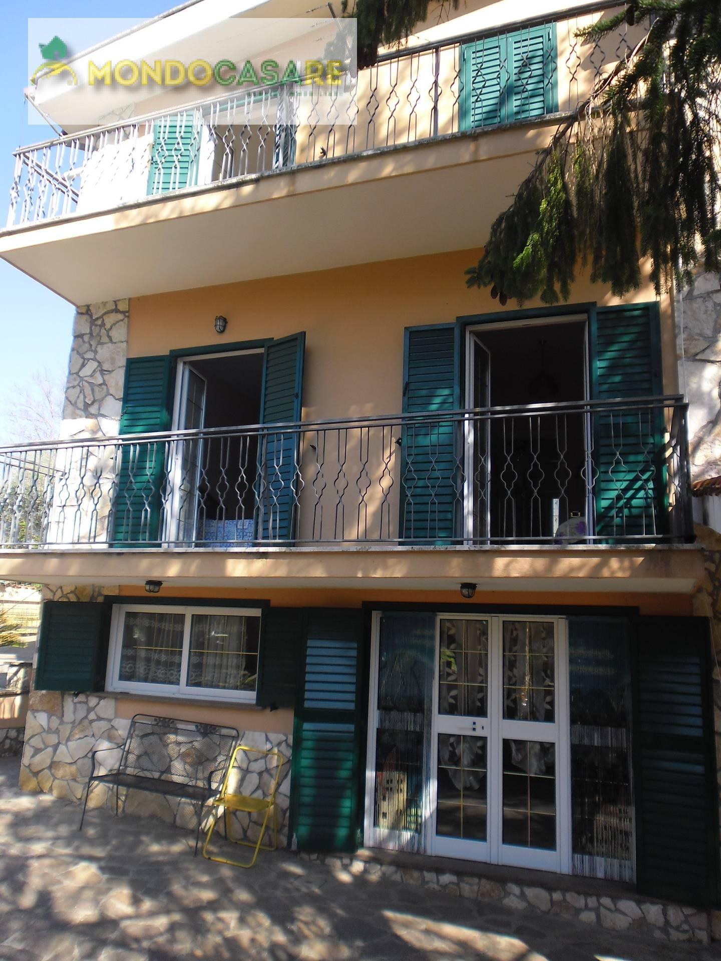 Villa Bifamiliare in vendita a Palombara Sabina, 10 locali, prezzo € 239.000 | CambioCasa.it