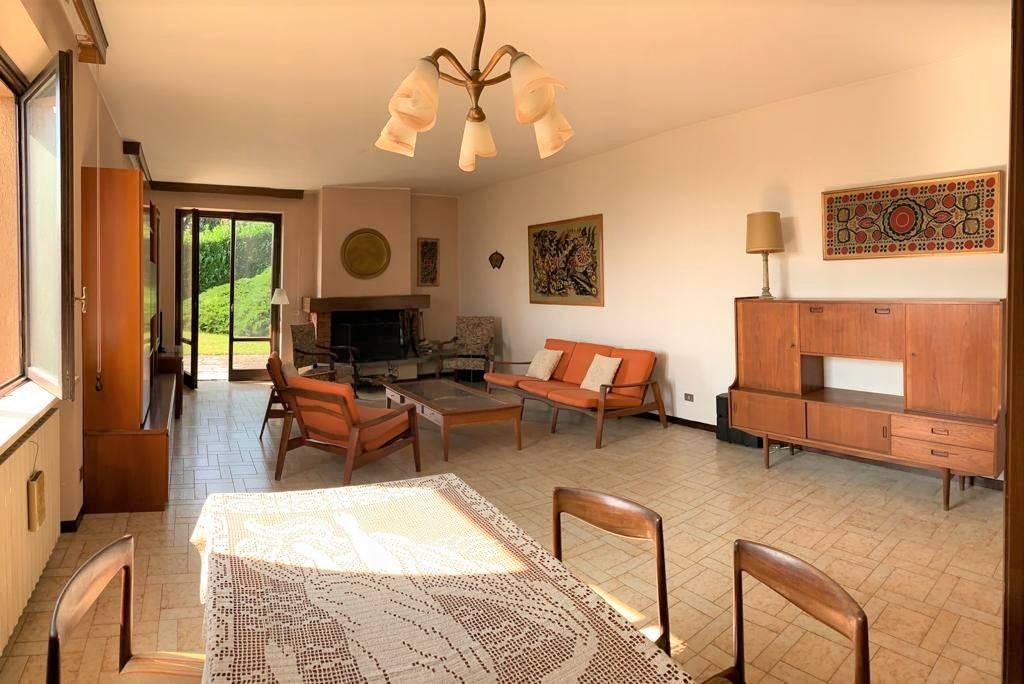 Villa in vendita a Barasso, 6 locali, prezzo € 460.000 | PortaleAgenzieImmobiliari.it