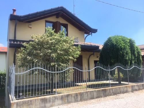 Villa in Vendita a Uggiate-Trevano