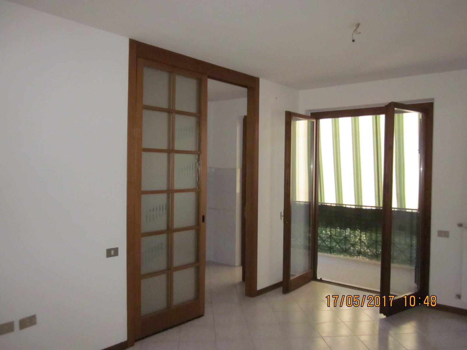 Appartamento in affitto a Viareggio, 4 locali, zona Località: Entroterragenerico, prezzo € 750 | Cambio Casa.it