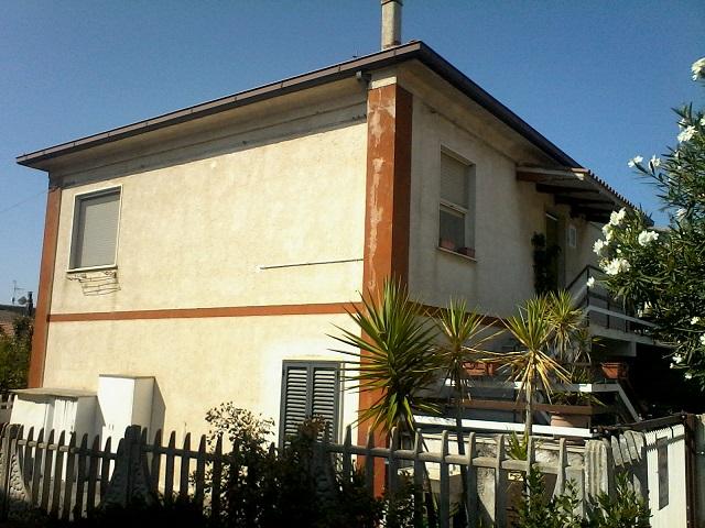 Appartamento in vendita a Controguerra, 4 locali, prezzo € 78.000 | CambioCasa.it