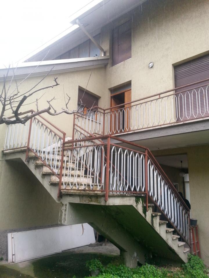 Villa in vendita a Teramo, 8 locali, prezzo € 160.000 | Cambio Casa.it