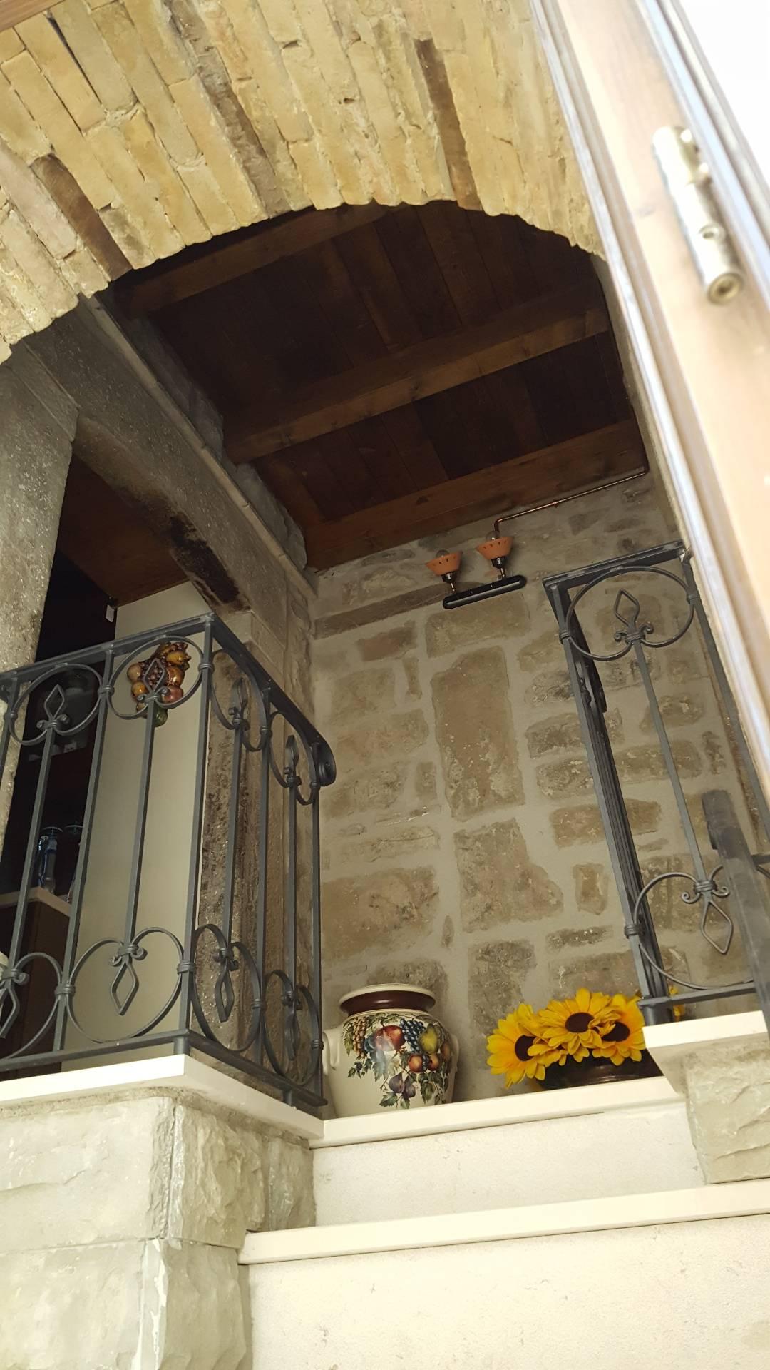 Soluzione Indipendente in vendita a Montorio al Vomano, 4 locali, Trattative riservate | CambioCasa.it