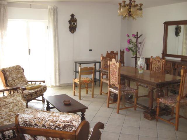 Appartamento in vendita a Giulianova, 5 locali, zona Località: Paese, prezzo € 160.000 | Cambio Casa.it