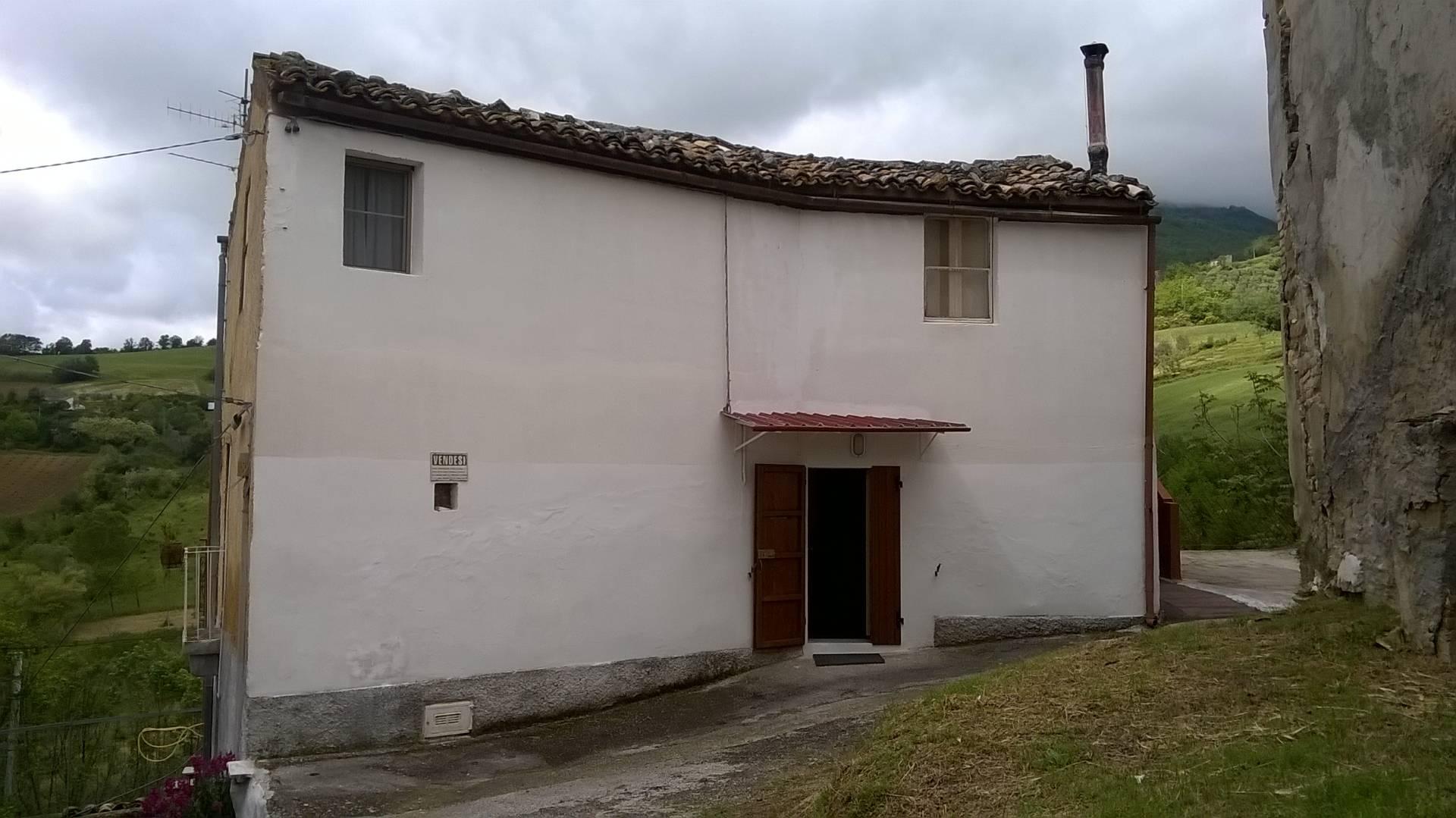 Soluzione Indipendente in vendita a Teramo, 4 locali, zona Località: Estremaperiferia, prezzo € 39.000 | Cambio Casa.it
