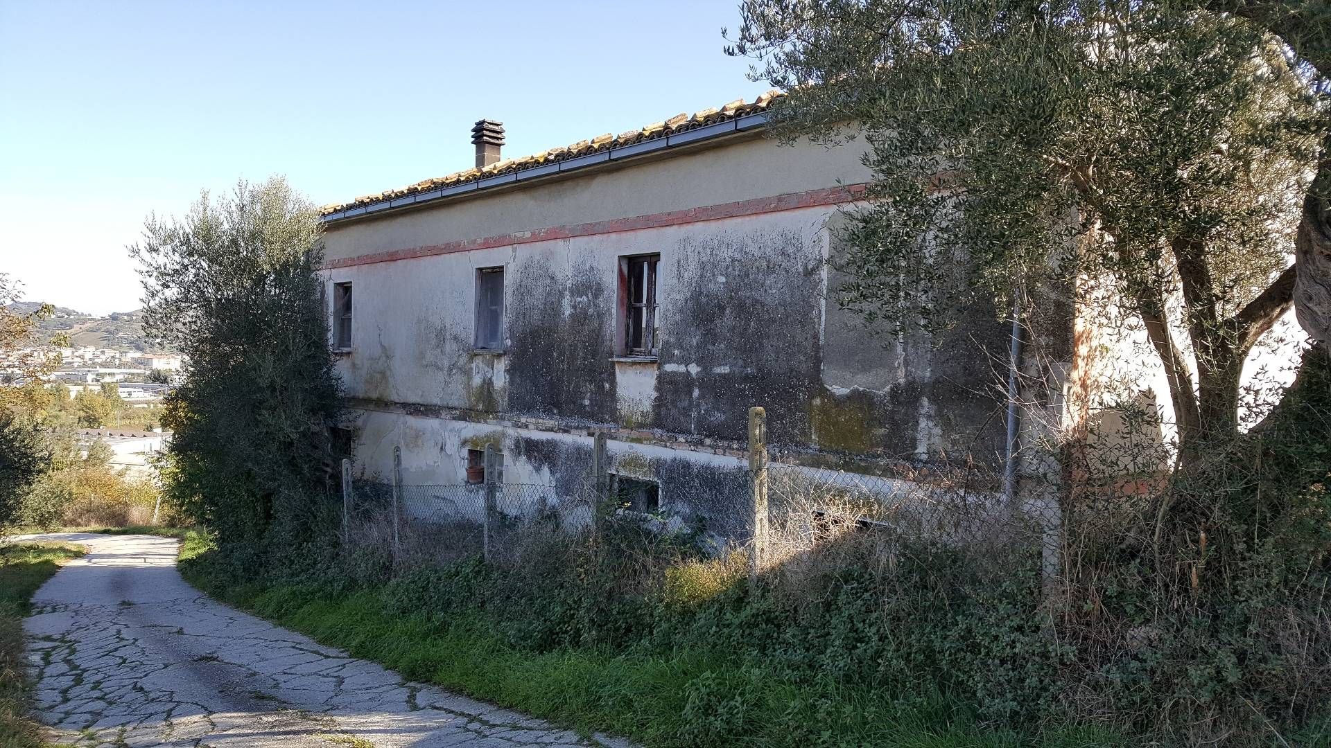 Rustico / Casale in vendita a Castellalto, 6 locali, prezzo € 140.000   Cambio Casa.it