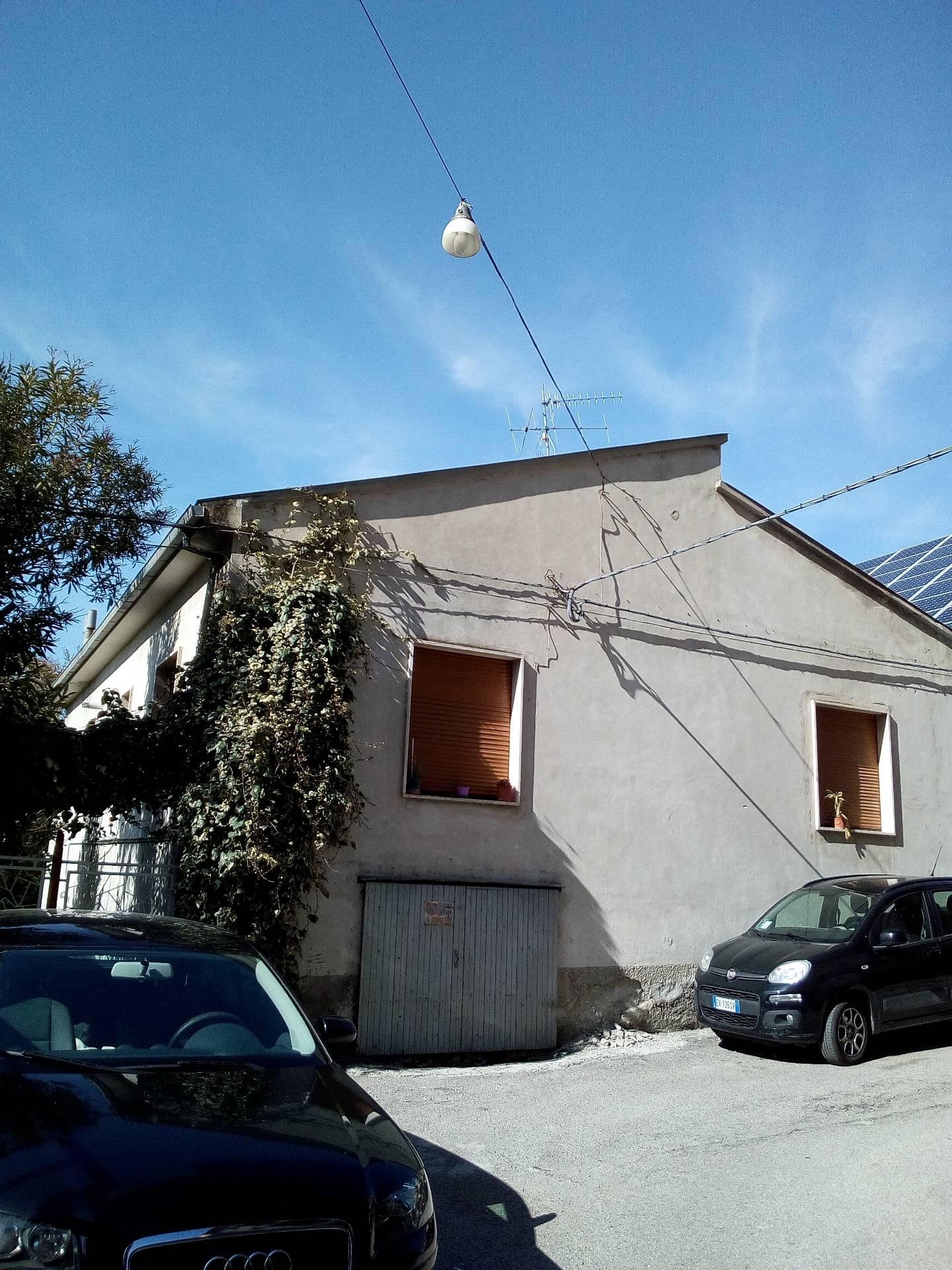 Soluzione Indipendente in vendita a Teramo, 5 locali, zona Zona: Centro , prezzo € 130.000 | Cambio Casa.it