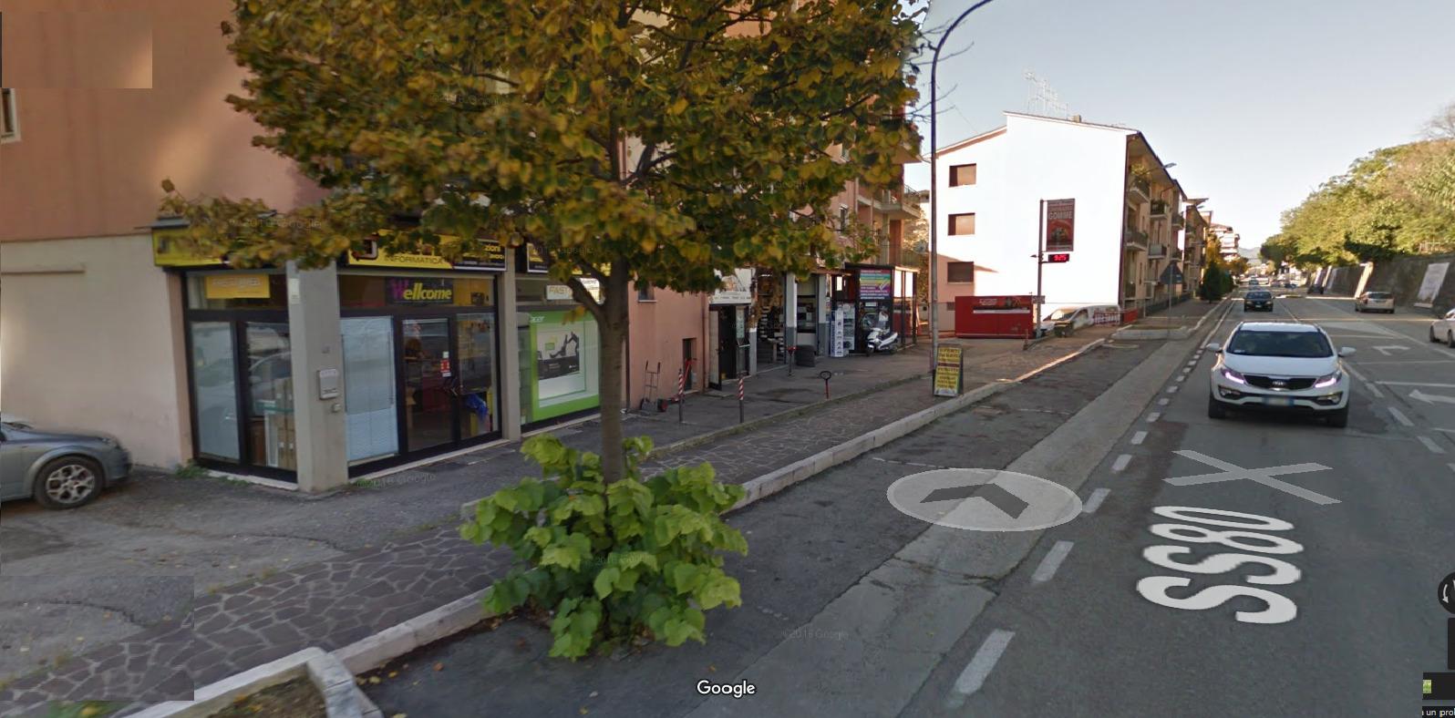 Negozio / Locale in affitto a Teramo, 9999 locali, zona Zona: Semicentro , prezzo € 1.200 | Cambio Casa.it