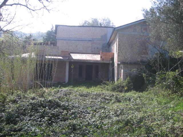 Rustico / Casale in vendita a Teramo, 8 locali, zona Zona: Varano, prezzo € 70.000   Cambio Casa.it