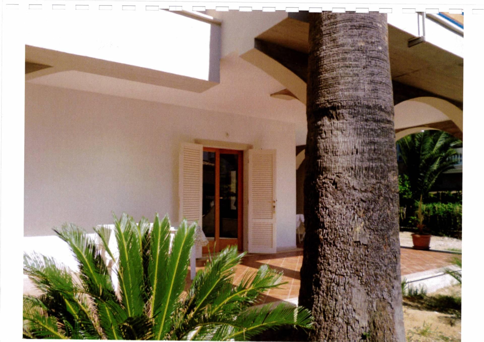 Villa Bifamiliare in affitto a Tortoreto, 5 locali, zona Località: TortoretoLido, prezzo € 700 | Cambio Casa.it