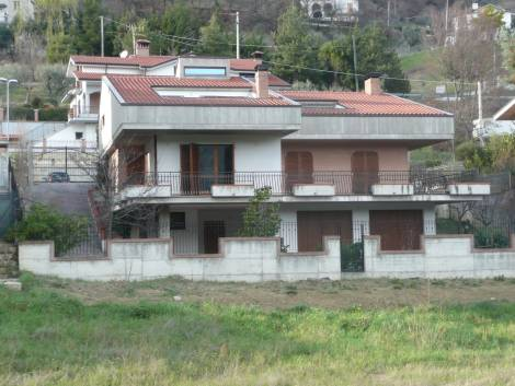 Villa in vendita a Teramo, 5 locali, prezzo € 380.000 | Cambio Casa.it