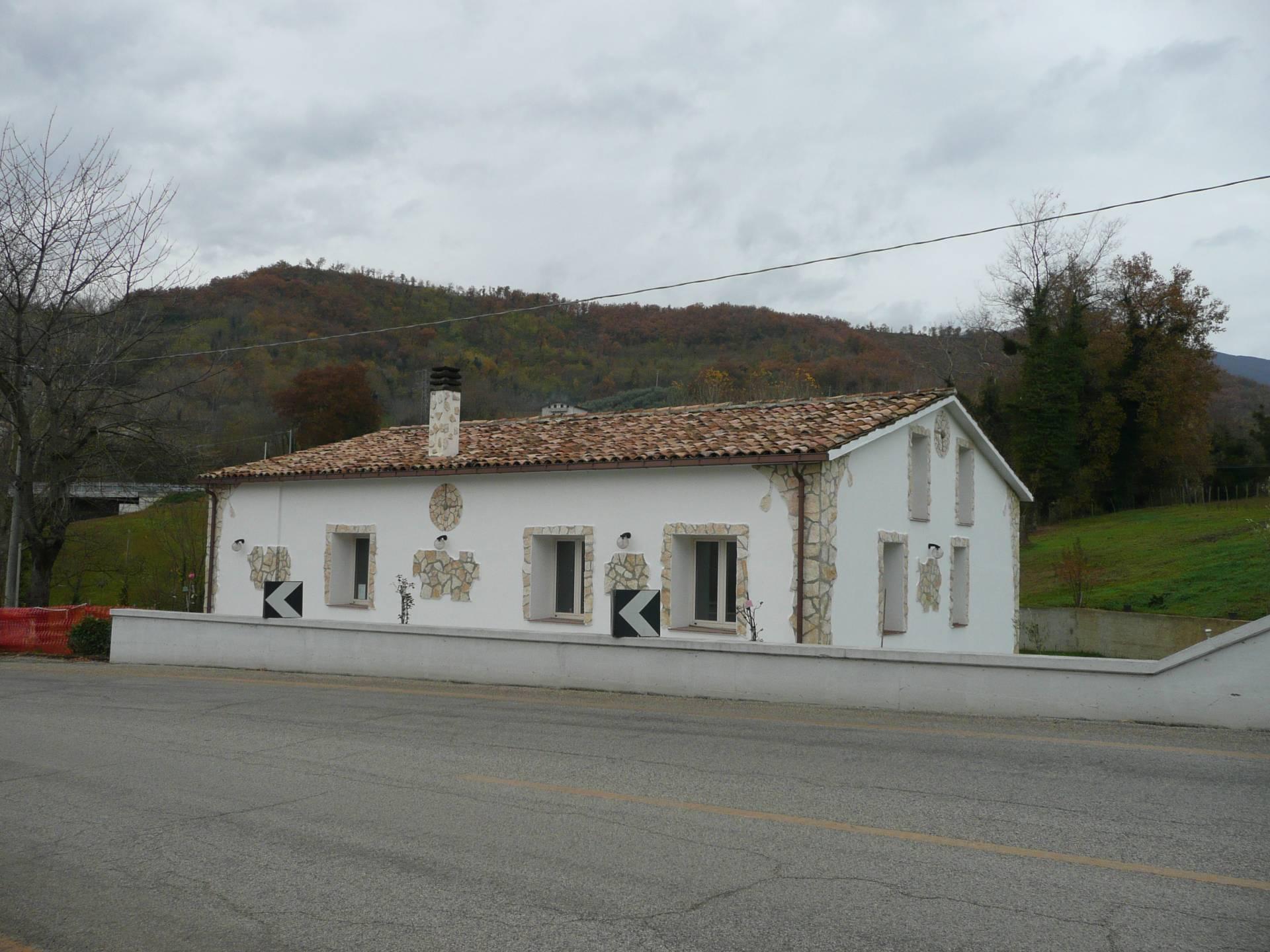 Villa in vendita a Teramo, 5 locali, prezzo € 125.000 | Cambio Casa.it