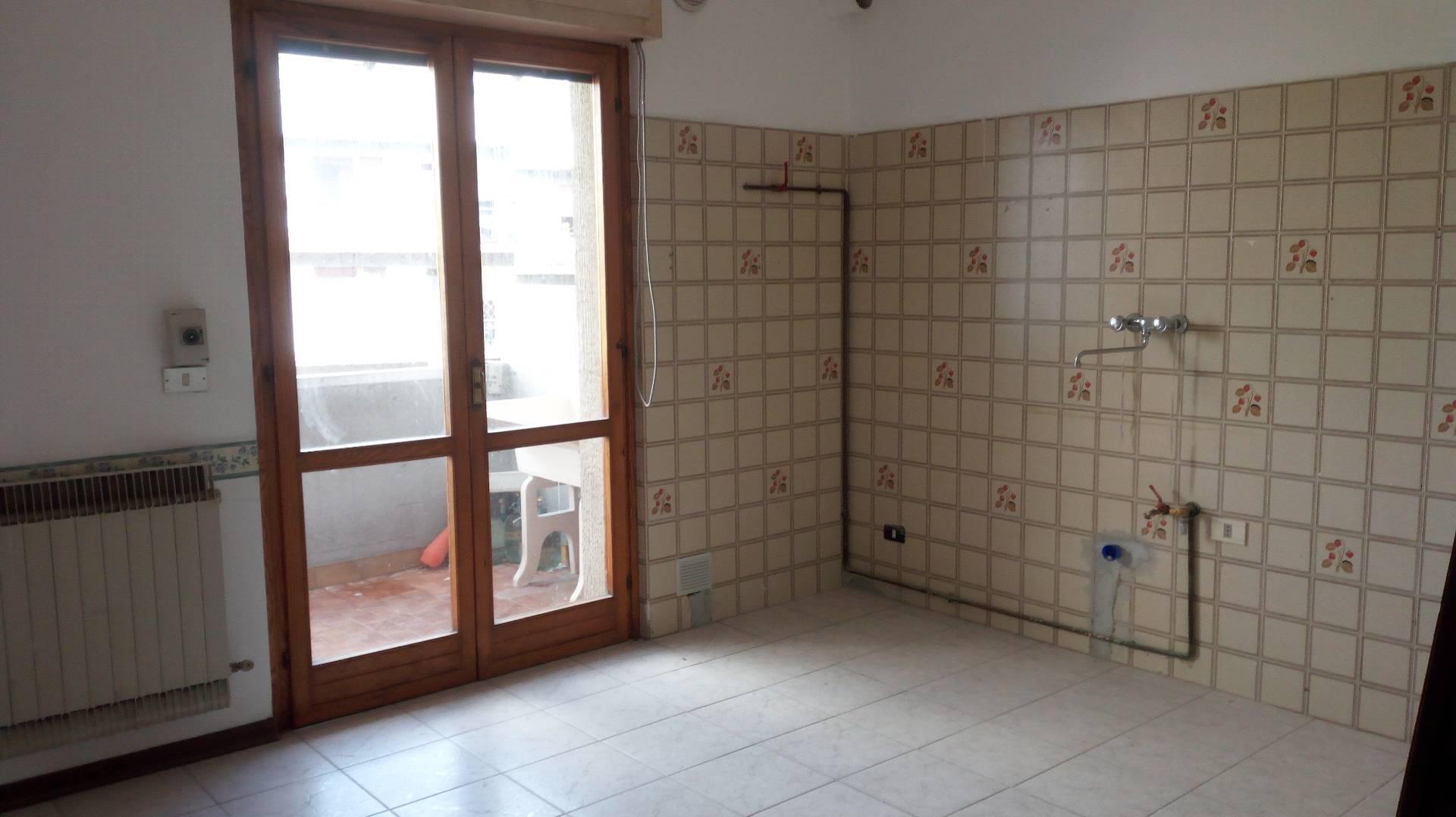 Appartamento in affitto a Teramo, 4 locali, zona Località: SanNicolòaTordino, prezzo € 430 | Cambio Casa.it
