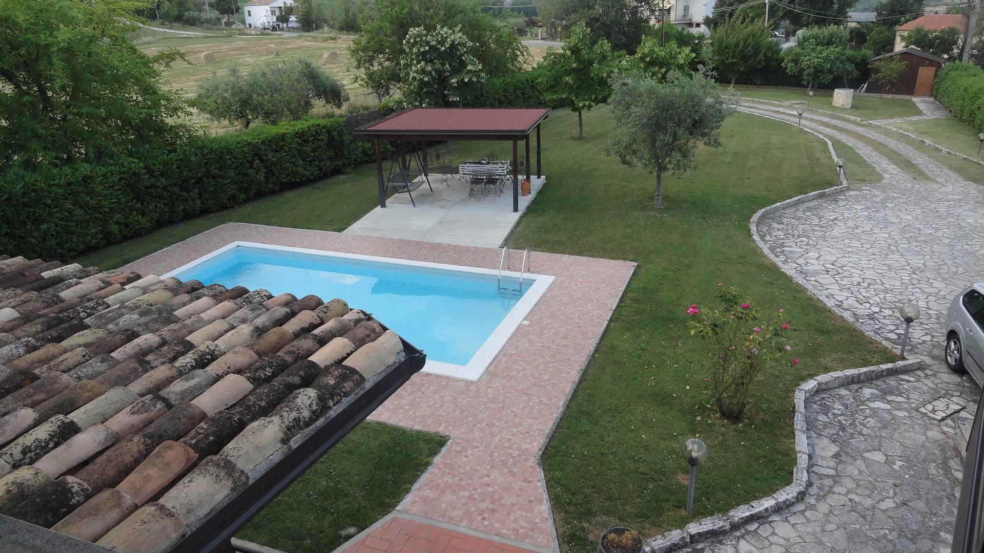 Villa in vendita a Teramo, 5 locali, zona Zona: Nepezzano, prezzo € 390.000 | Cambio Casa.it