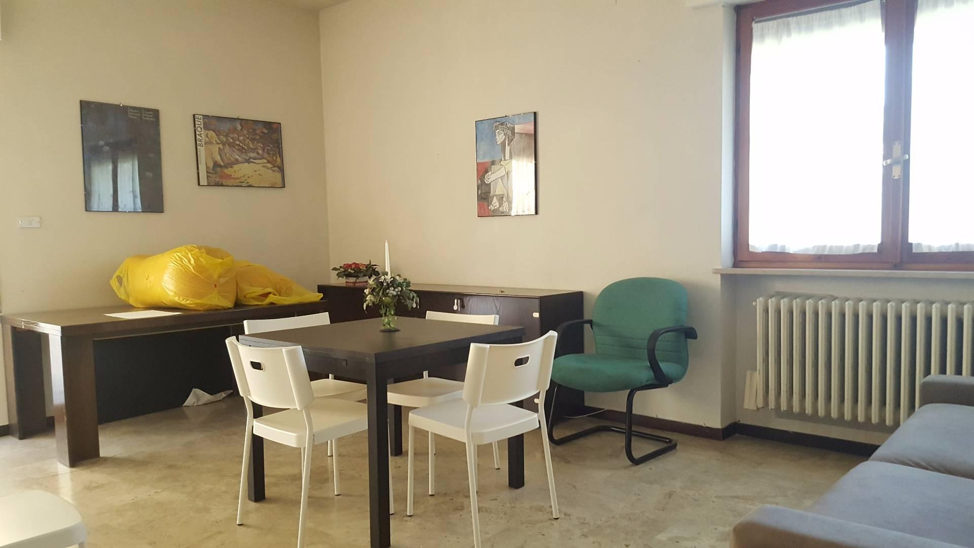 Appartamento in affitto a Teramo, 2 locali, zona Zona: Centro , prezzo € 450 | Cambio Casa.it